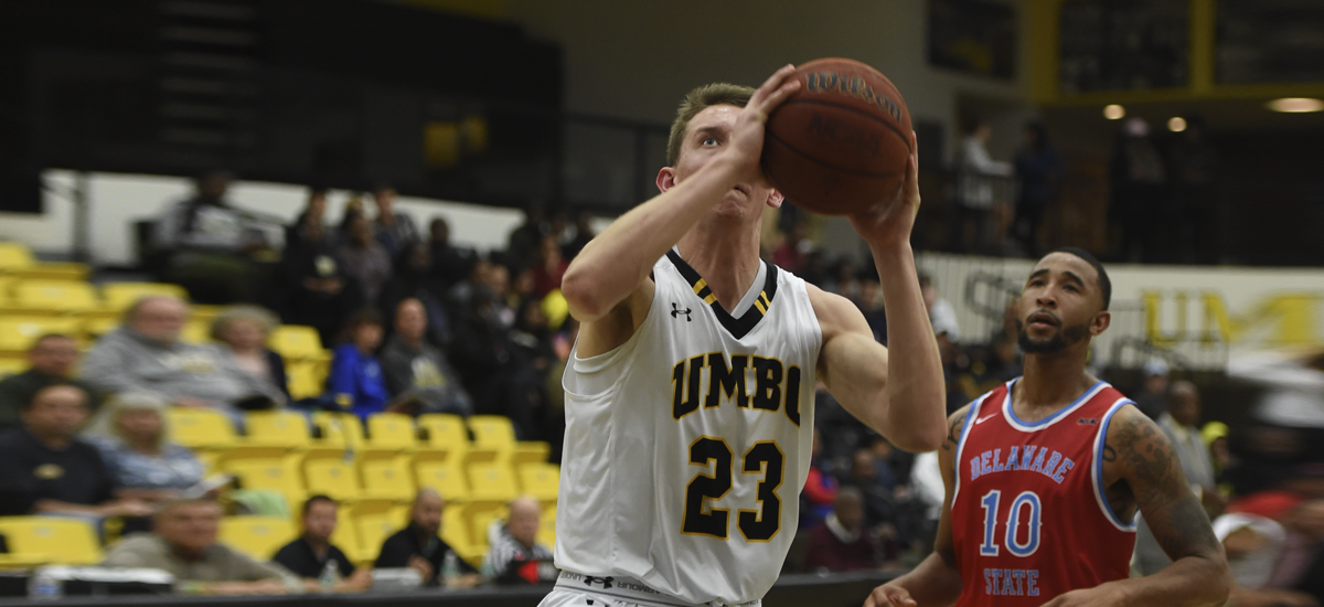 Men's Basketball Shatters School, Conference Mark for Treys in 98-59 Victory