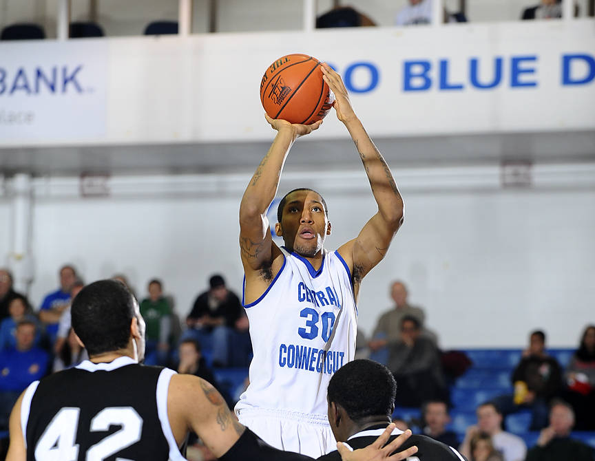 Ken Horton Leads Men's Hoop to 66-47 Victory on the Road at Monmouth on Thursday