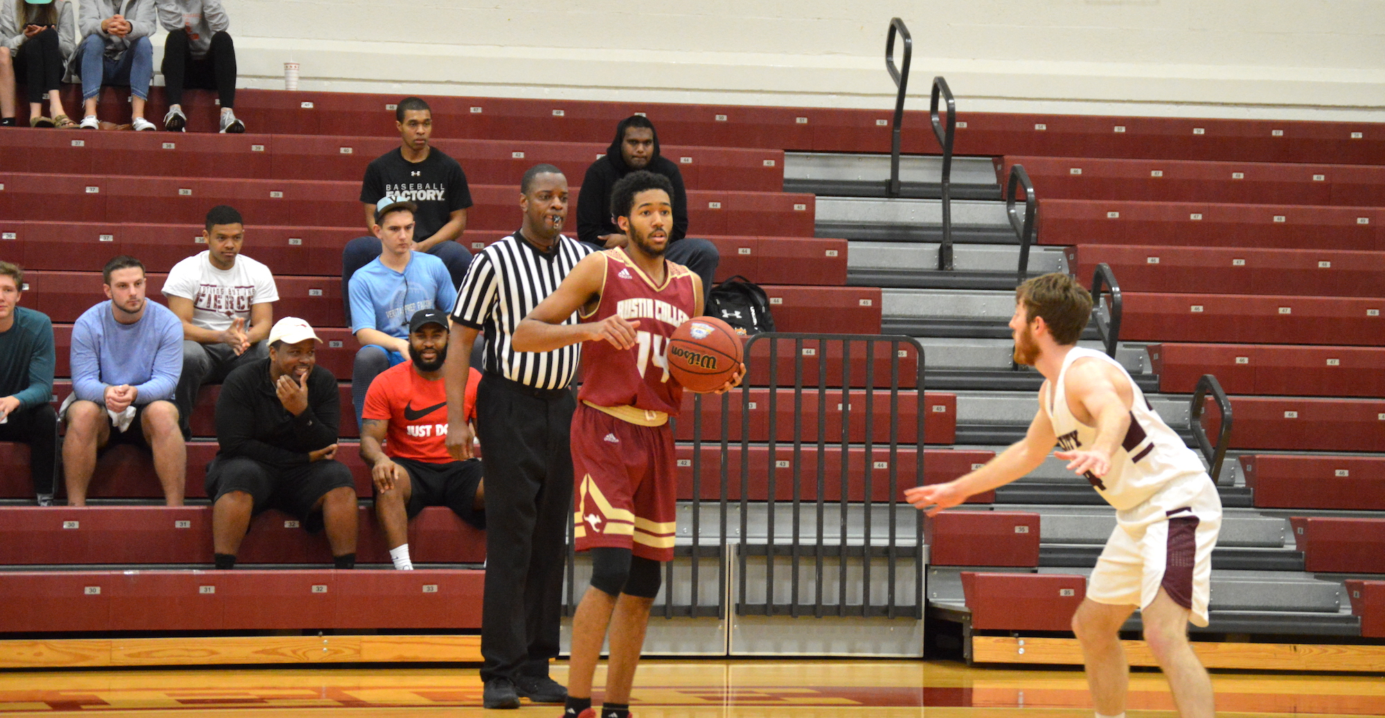 'Roo Men Hold Off Trinity for 88-85 Victory