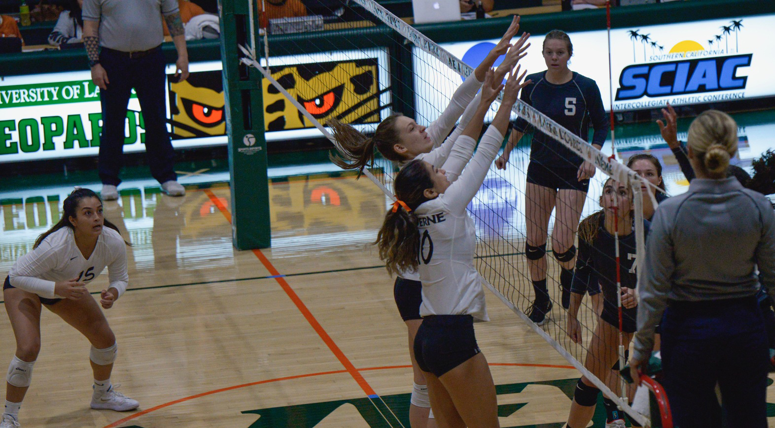 Volleyball Sweeps Redlands, Clinches Postseason Berth
