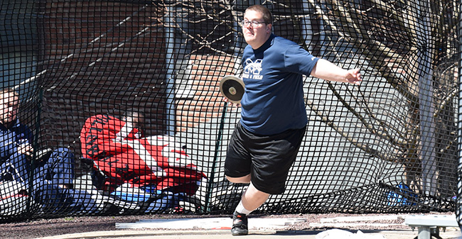 Tyler Bergsma '19 competes in the discus during the 2017 season.