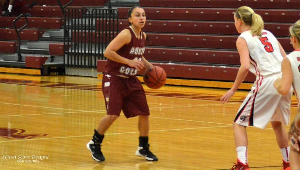 Women's Hoops Completes Season Sweep of Trinity