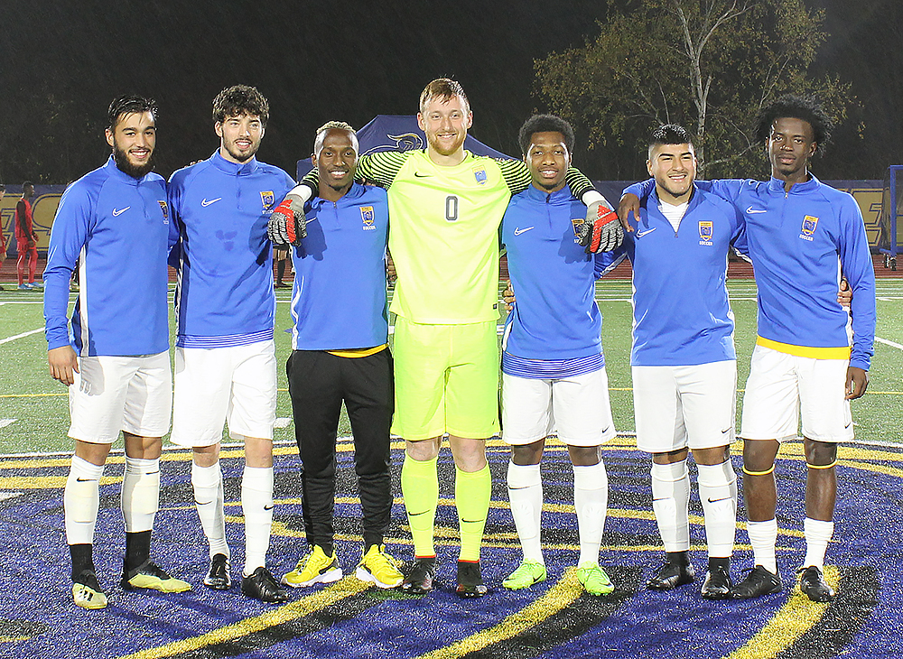 Men's Soccer Edges Owls on Senior Day