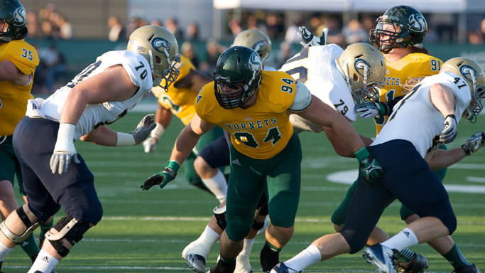 FOOTBALL SUFFERS 34-7 LOSS TO UC DAVIS IN CAUSEWAY CLASSIC