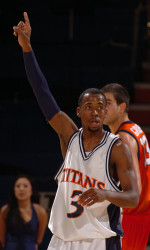 Titans Make Clutch Free Throws to Beat UCSB