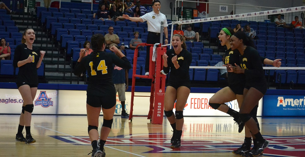 Volleyball Hosts La Salle in Final Non-Conference Match Tuesday Evening