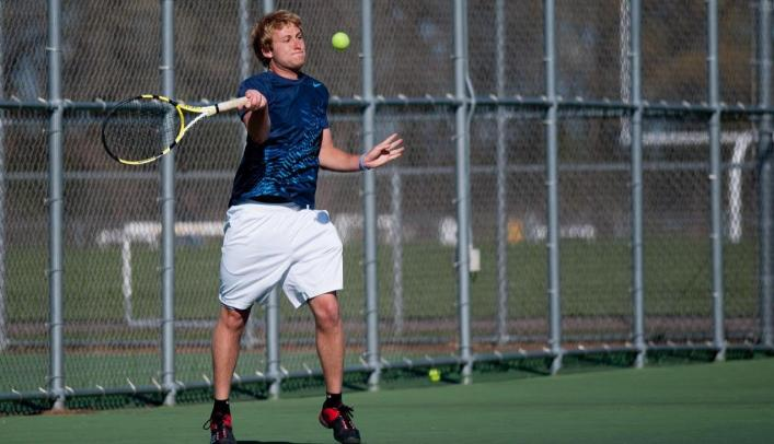 Men's Tennis Goes 2-1 in Oshkosh Facing In-State Opponents