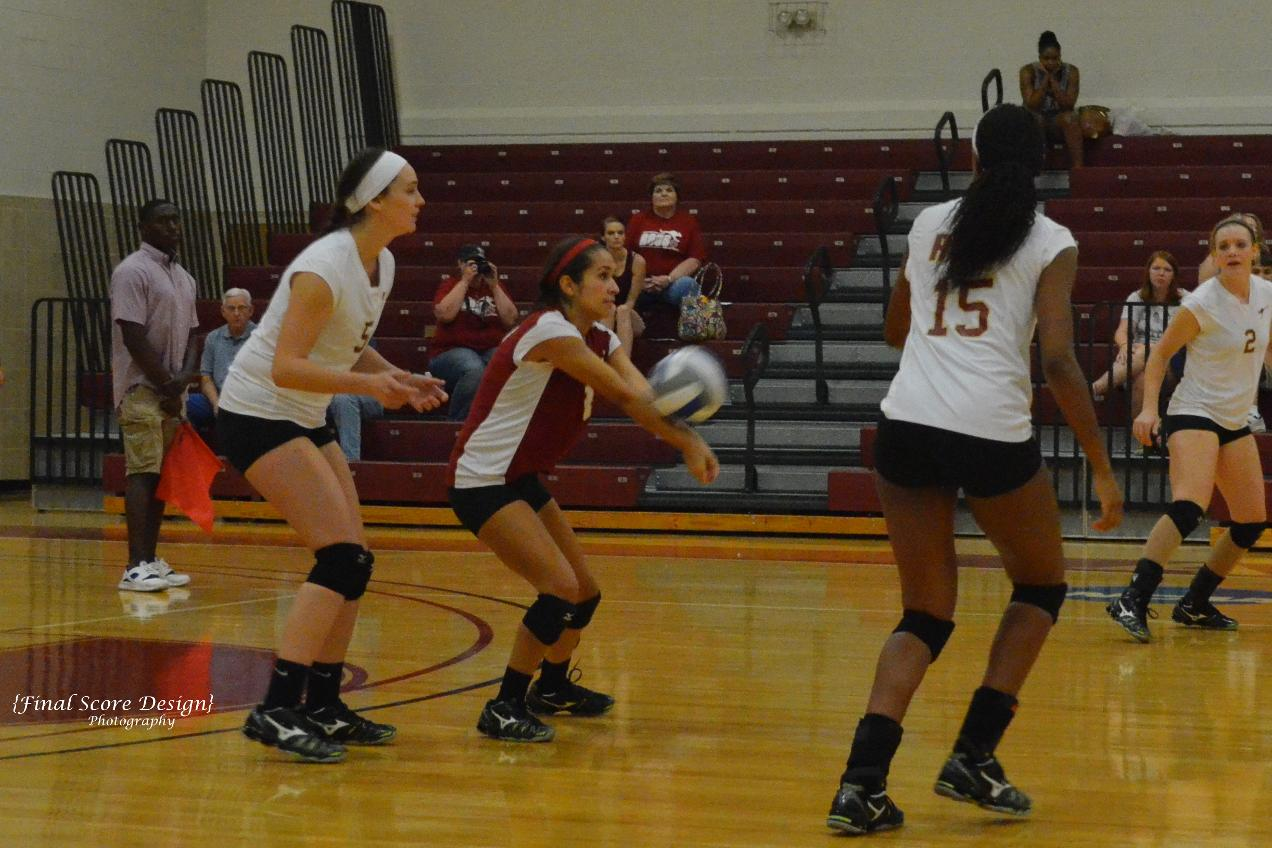 Volleyball Splits Two on Day One of Rhodes Invitational