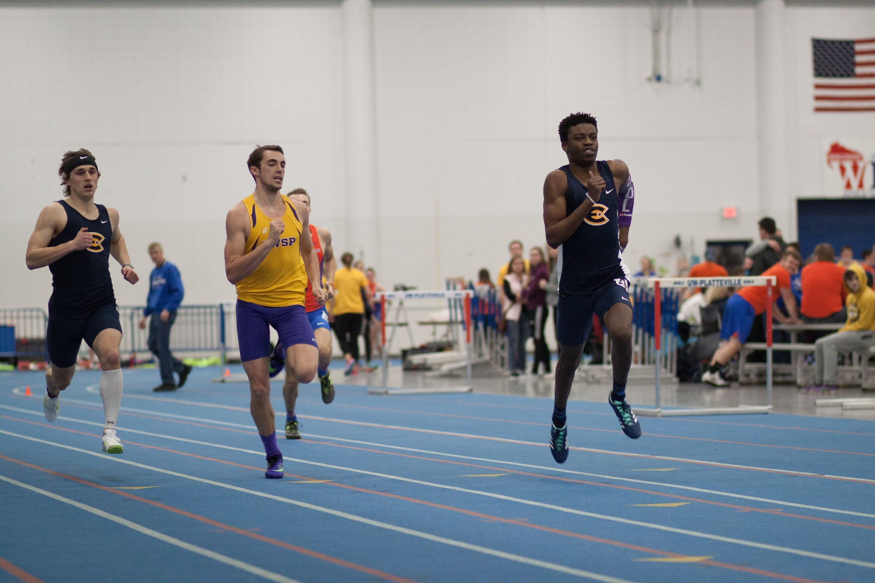 Women's Track & Field wins UWEC Triangular, Men finish third