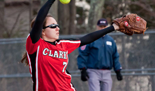 Cougars Split Doubleheader At MIT