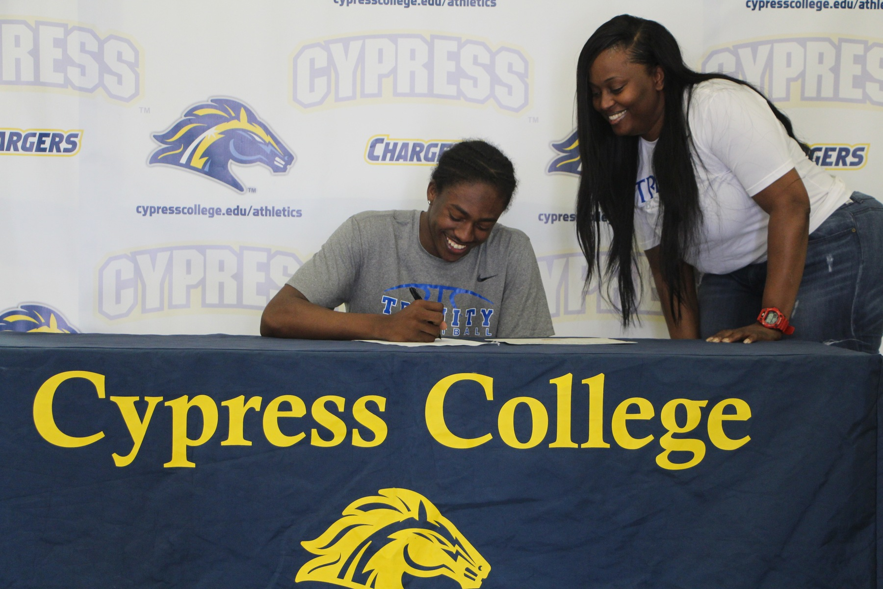 O'Shae Williams Inks With Trinity International University