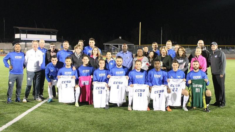 Men's Soccer Wins on Senior Night, 1-0