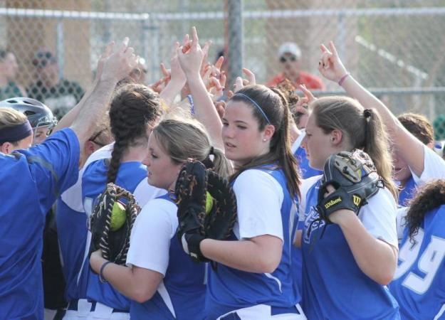 Softball Finishes Hampton Tournament, 3-1
