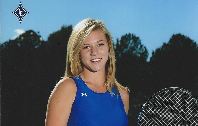 Sarah McClendon signs for Tennis team for 2015/16