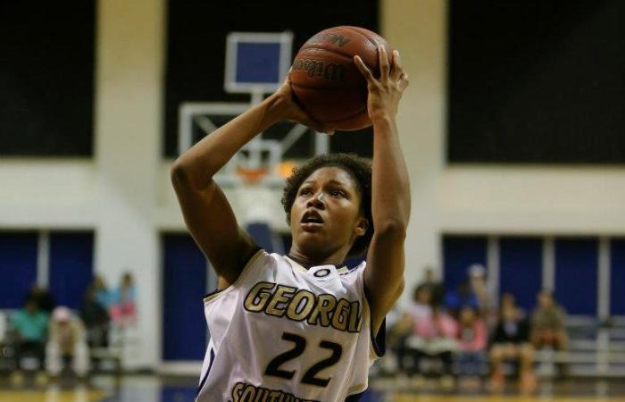 Lady 'Canes Drop Thriller