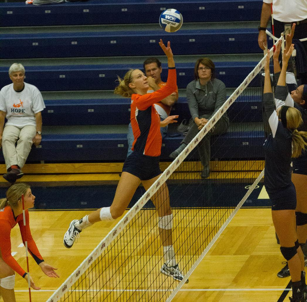 Hope Trine Volleyball By Monica Dwyer College Athletics