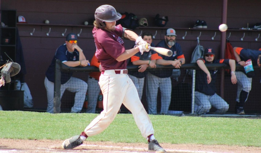 Baseball Sweeps Wilmington In Three-Game Series