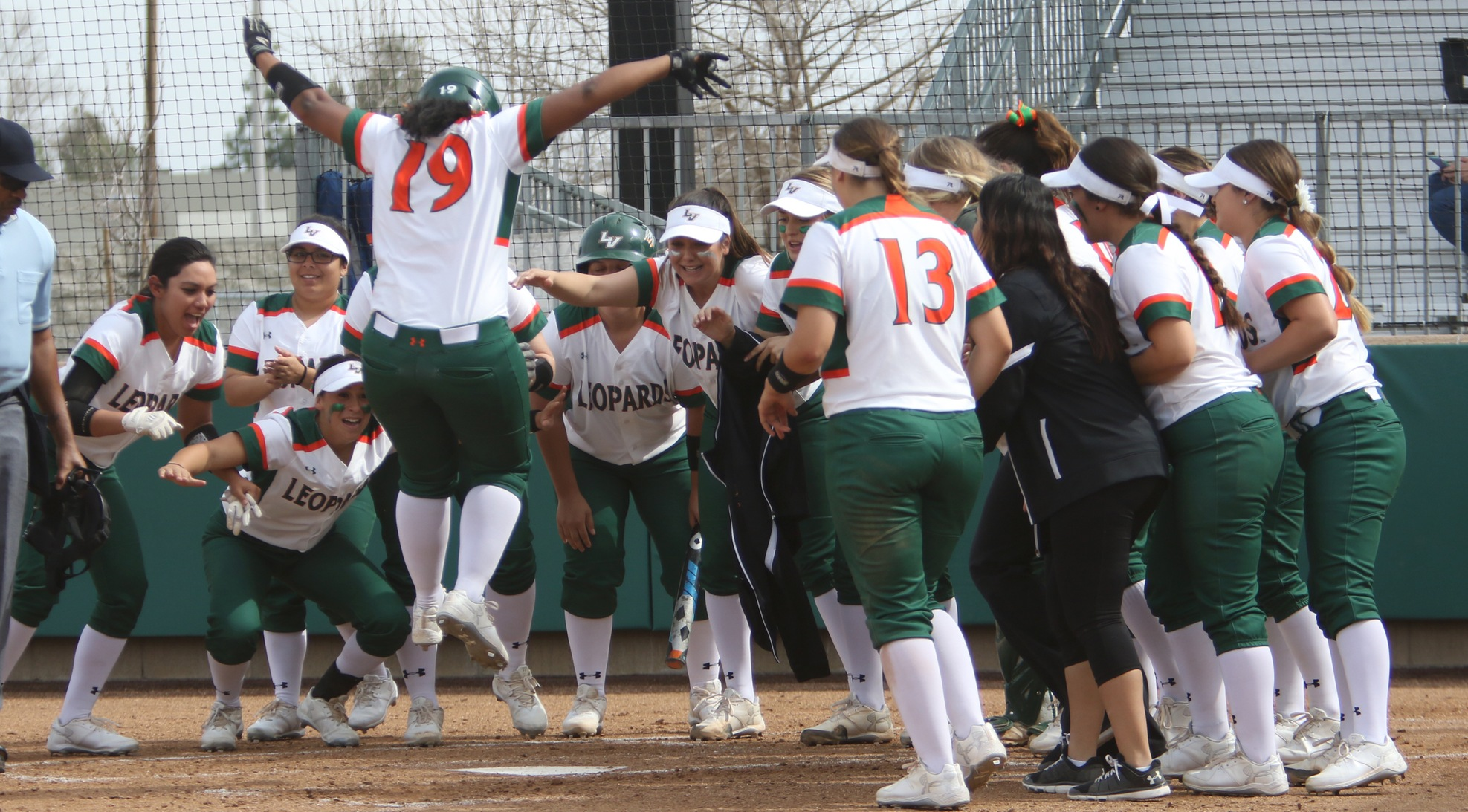Kendricks hits game-winner, Softball splits with CMS