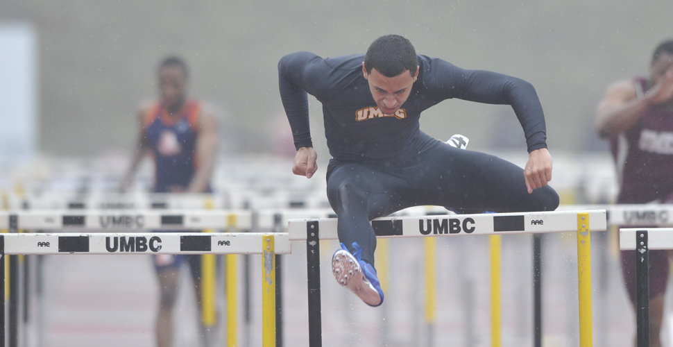 Proctor Resets Hurdle Record as Retrievers Open Weekend Competitions