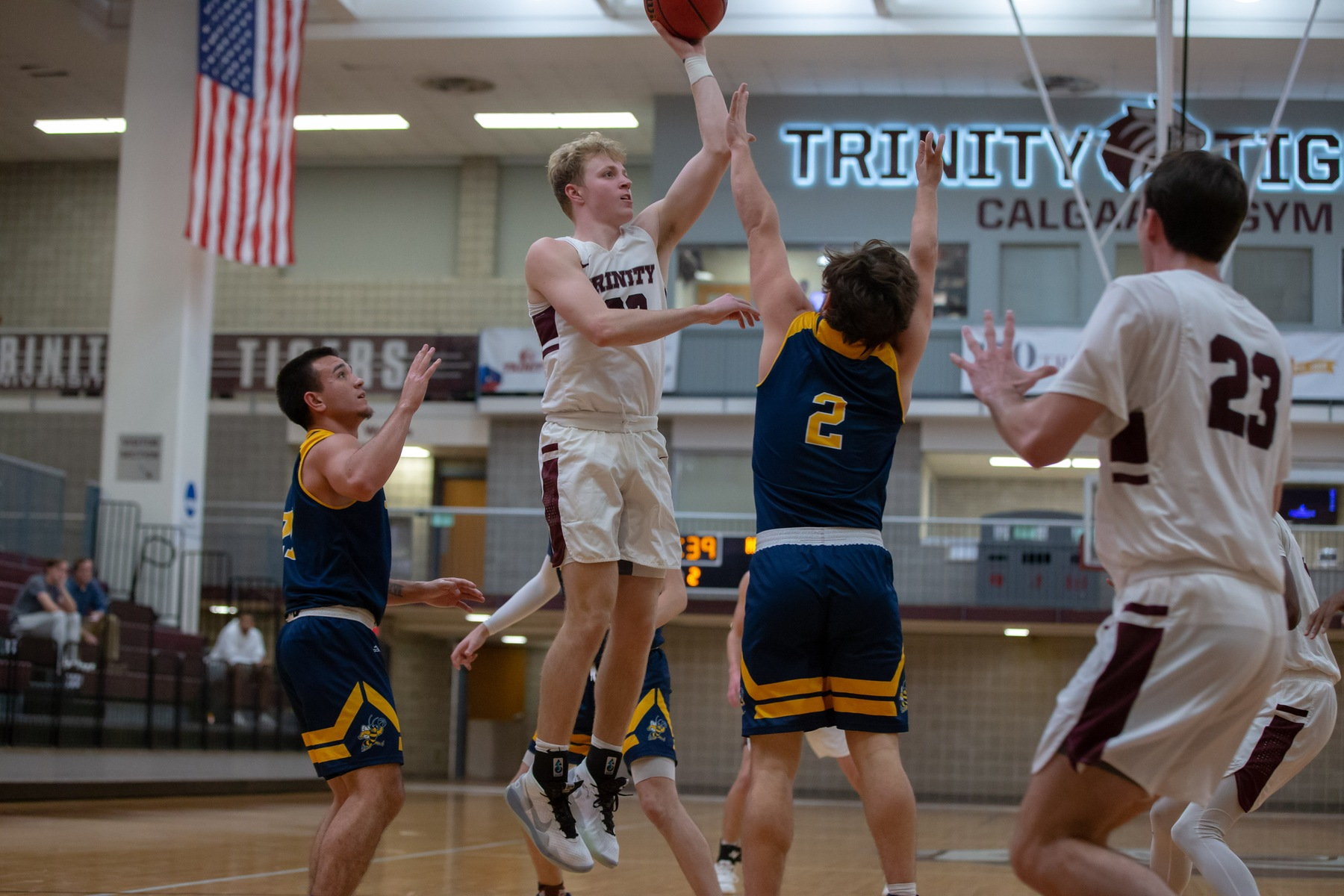 Men's Basketball Edged by Mary-Hardin-Baylor on Saturday