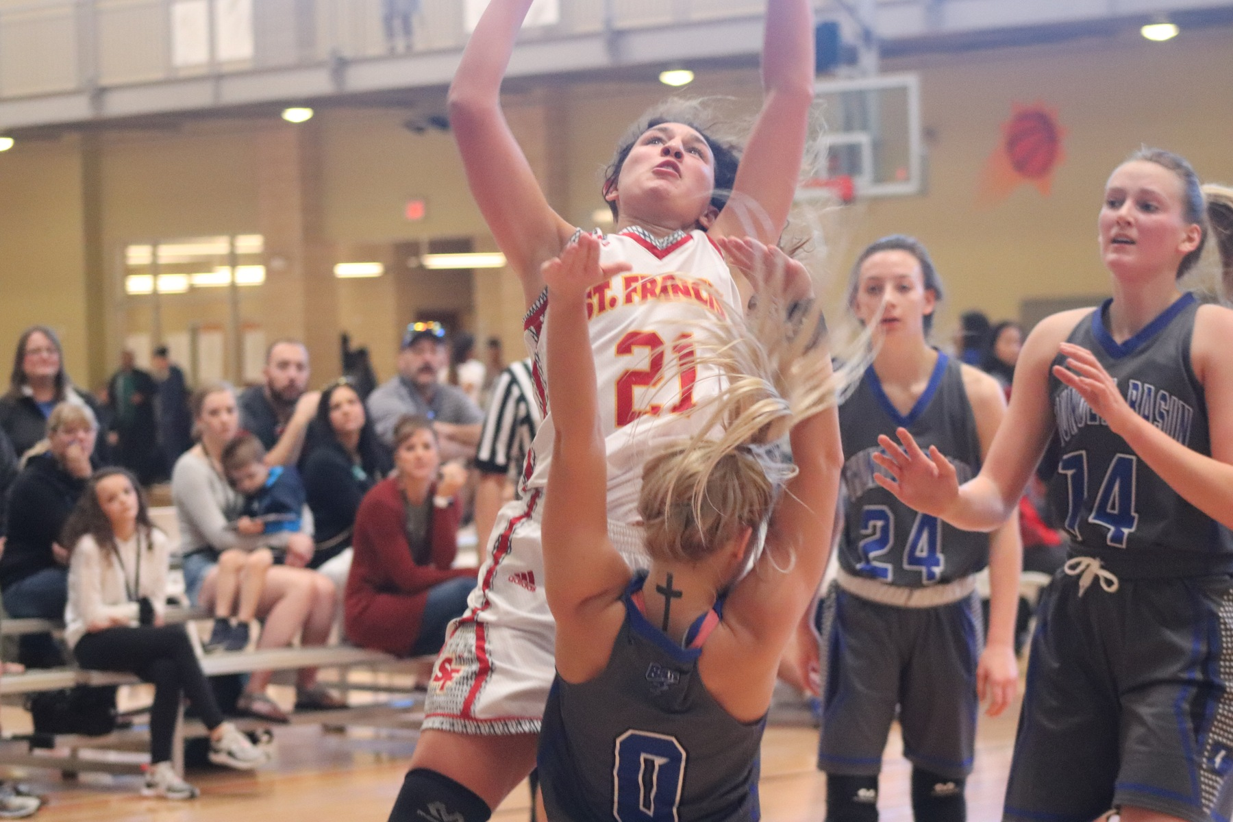 Basketball Falls to Thunder Basin (Wyo.) at Nike TOC