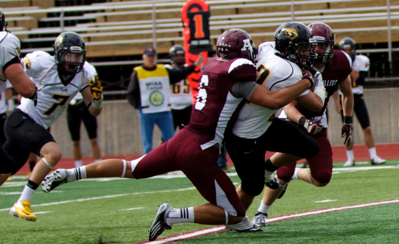 Scots Football defeated by University of Wisconsin-Oshkosh on Saturday