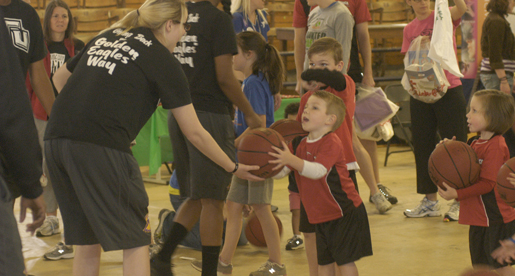 Golden Eagles Give Back at Healthy Kids Day