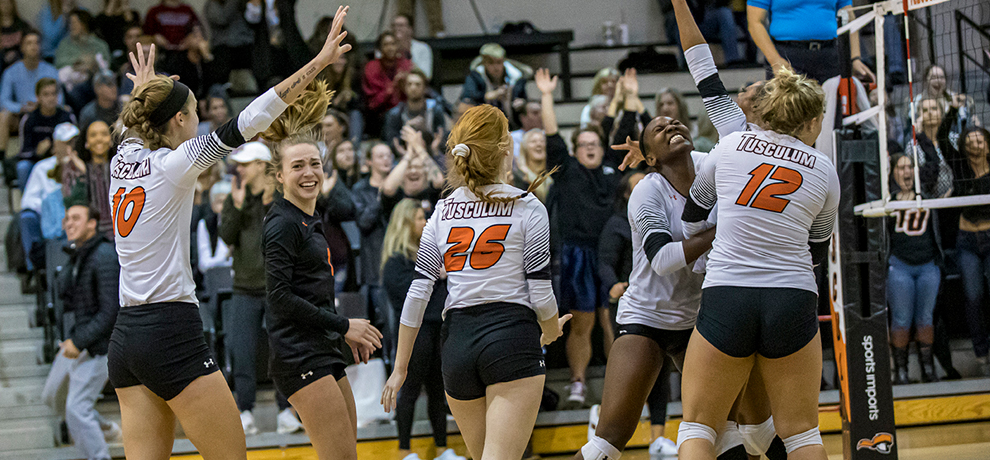 Pioneers Stun Anderson in Three Sets