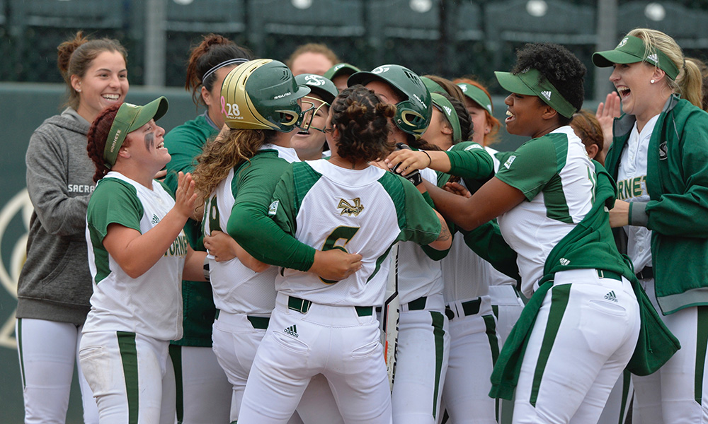 DIAZ WALKOFF BLAST, MATTHIAS SHUTOUT DELIVERS SOFTBALL A 1-0 WIN OVER PORTLAND STATE