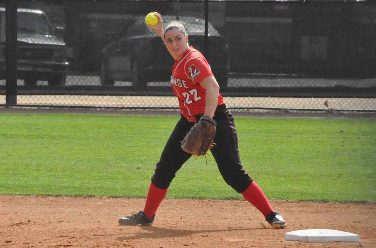 Softball: Panthers run winning streak to seven by blanking Wesleyan twice