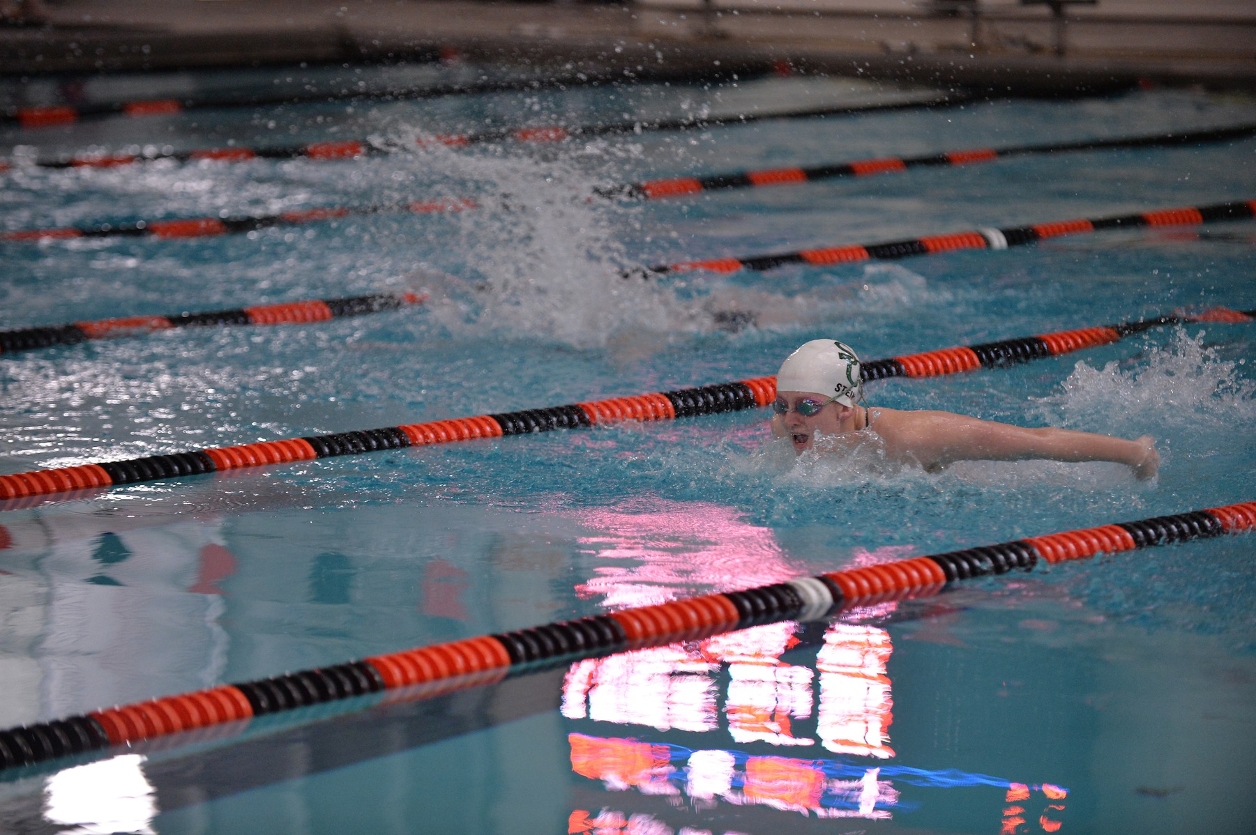 Women's Swimming Takes Down Hood in Dual Meet, 90-87