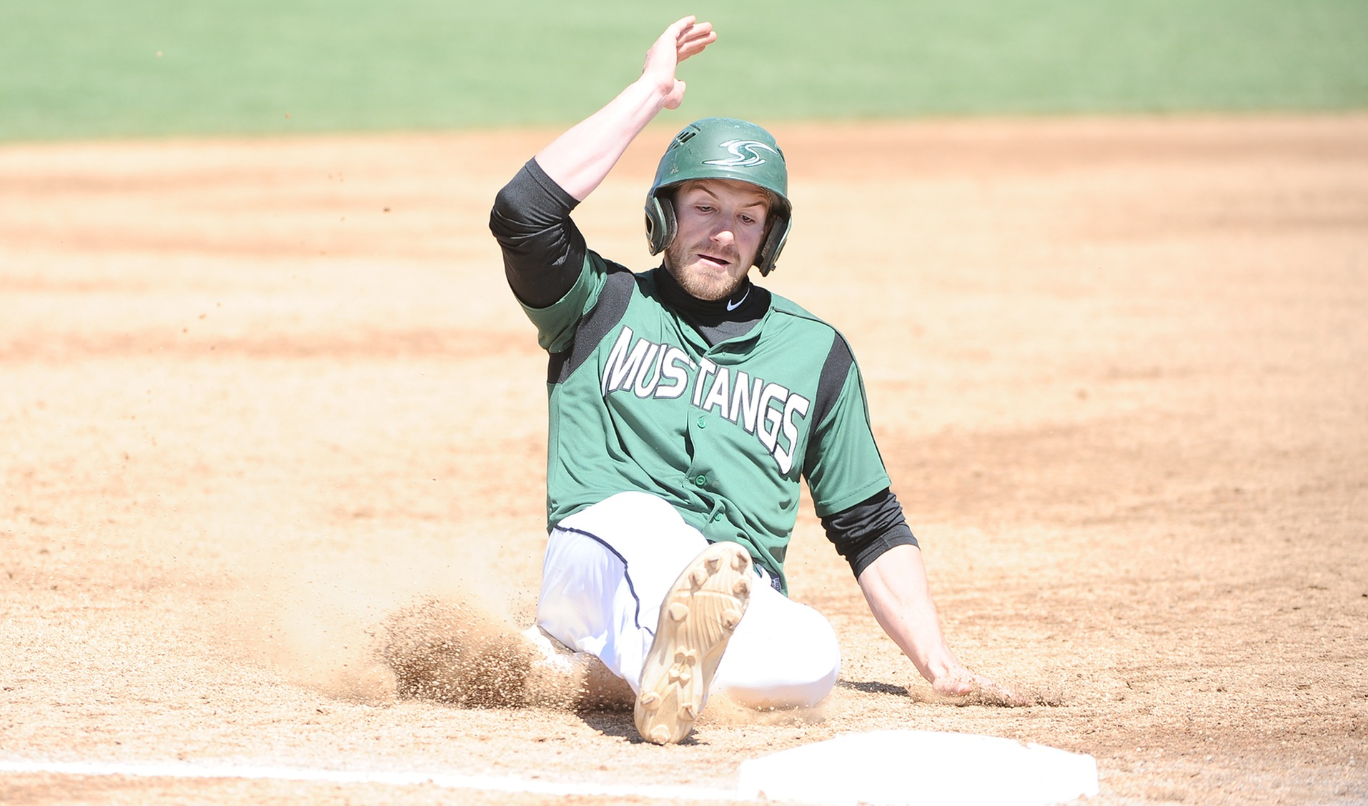 Baseball Completes Season Sweep of Catholic