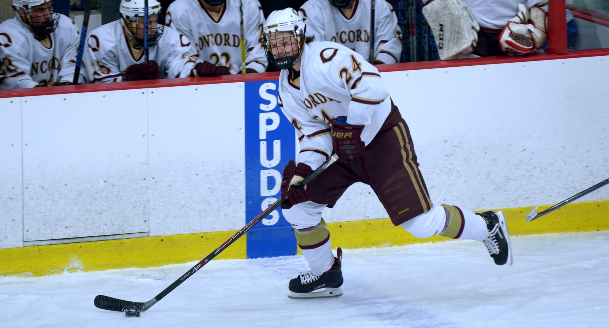 Sophomore Jake Ellingson scored the game-winning goal with 7.1 seconds left in overtime to give the Cobbers a 4-3 win over No.14-ranked Milwaukee School of Engineering.
