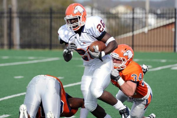 Douglas' Two TDs Lifts White Past Orange in C-N Spring Game, 14-9