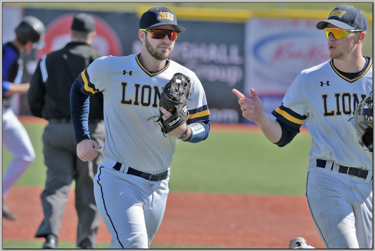 Baseball splits with Earlham