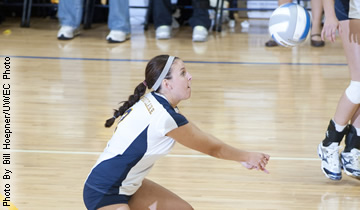 Volleyball Plays Warhawks Close but Falls in the End