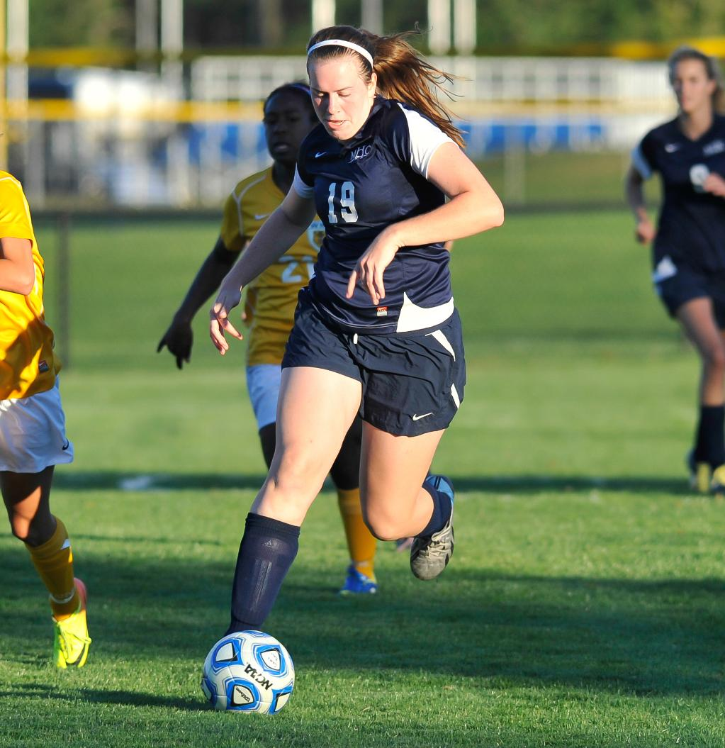 Lyons Tales: A Review & Preview of Mount Holyoke Athletics for Oct. 21st