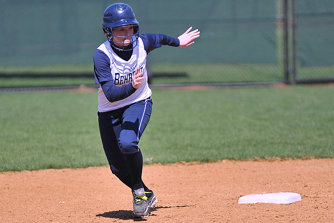 Softball Splits on Final Day in Florida