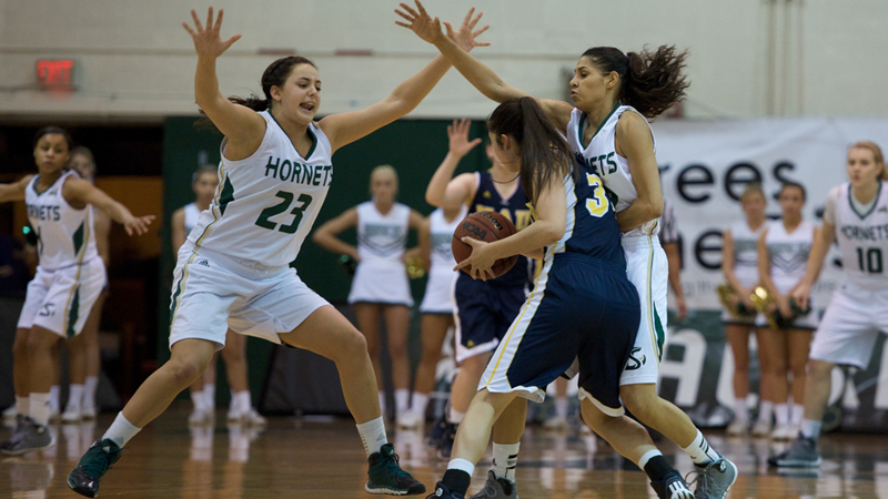 HUGE SECOND HALF LEADS WOMEN'S HOOPS PAST NORTHERN ARIZONA 104-79
