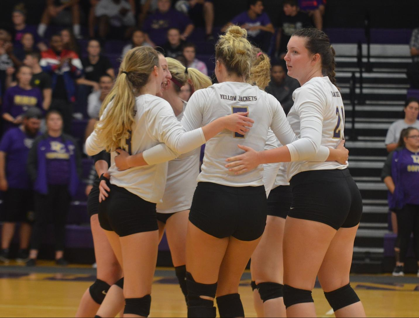 Volleyball Wraps Up Season with a Victory