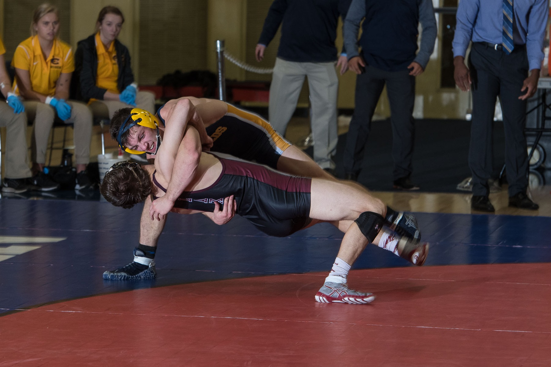 Wrestlers go 3-0 at Chicago Duals