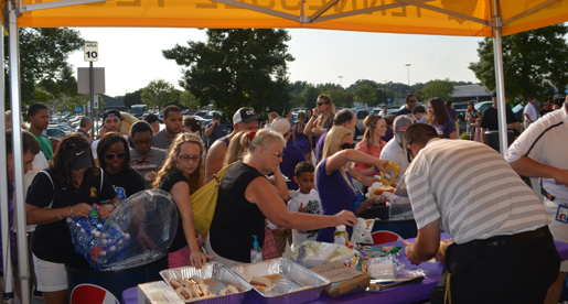 Tech fans swarm Walmart at Cookeville Purple Pride Caravan