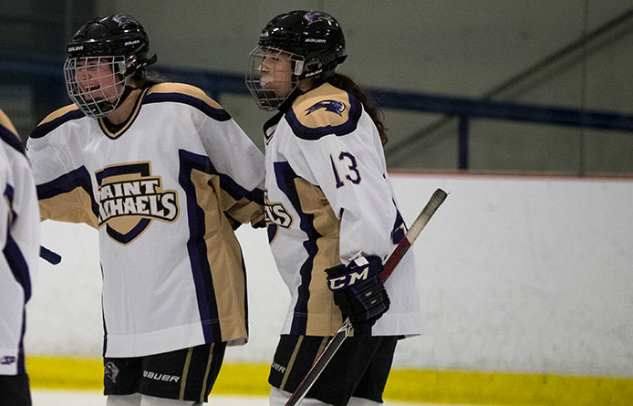 Women's Ice Hockey Falls to Southern Maine, 3-2, at Trader Duke's Ice Hockey Classic
