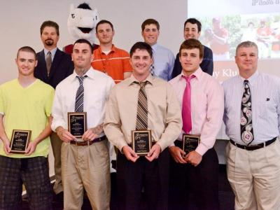 Baseball Earns 16 Regional & Conference Honors