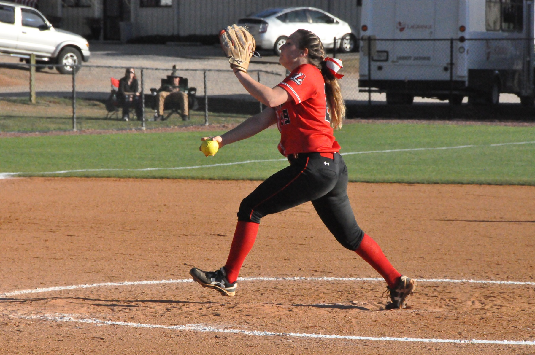 Softball: Panthers wrap up perfect weekend with sweep of Wesleyan