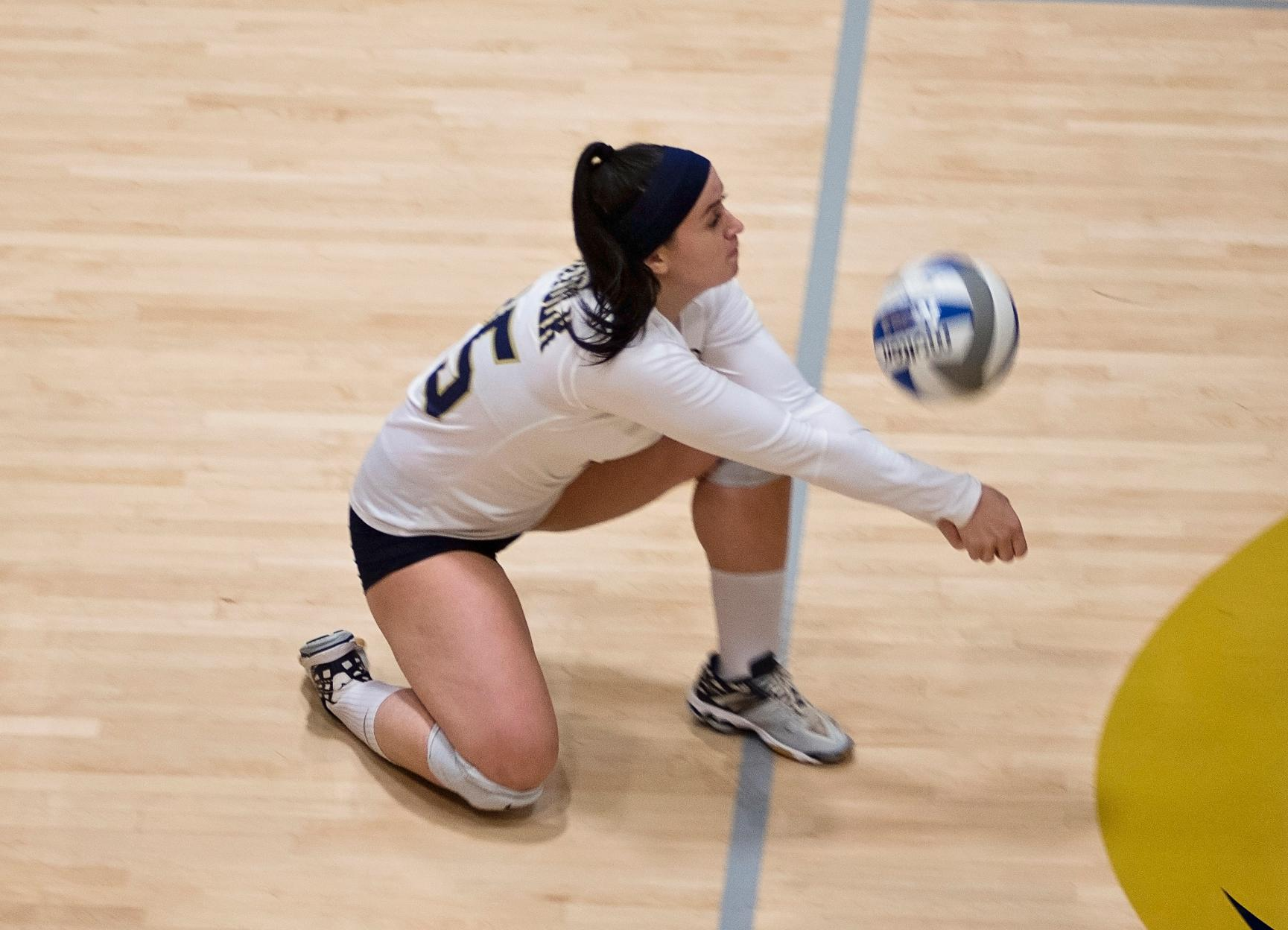 Rivier Rolls Past Women's Volleyball in Straight Sets