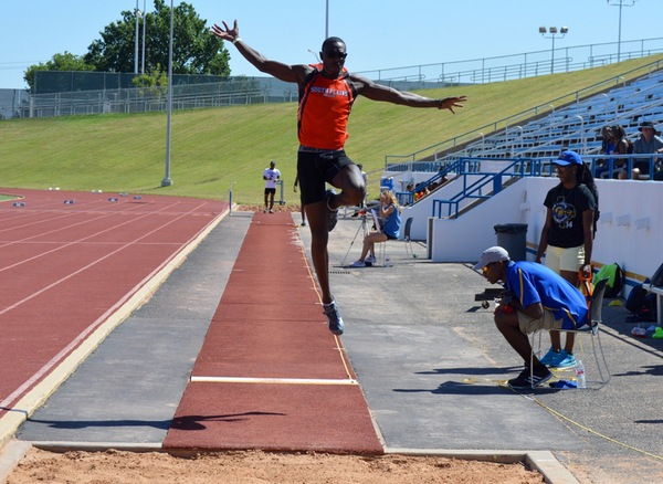 South Plains track and field shines at David Noble Invitational
