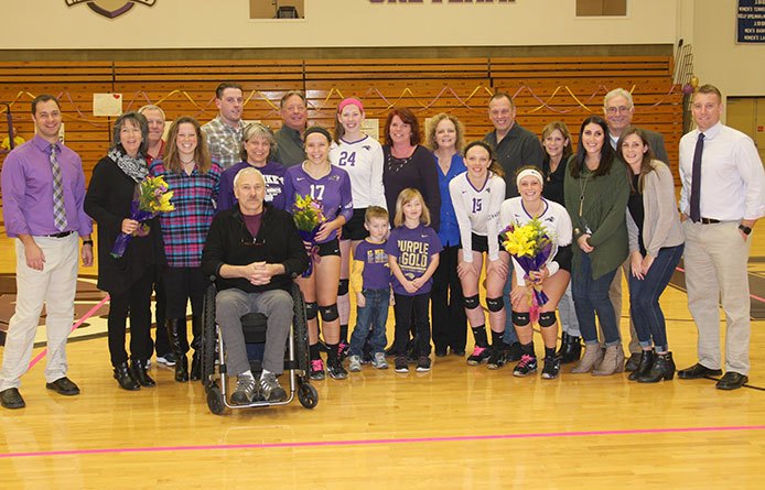 Women's volleyball concludes season with 3-2 setback on Senior Day