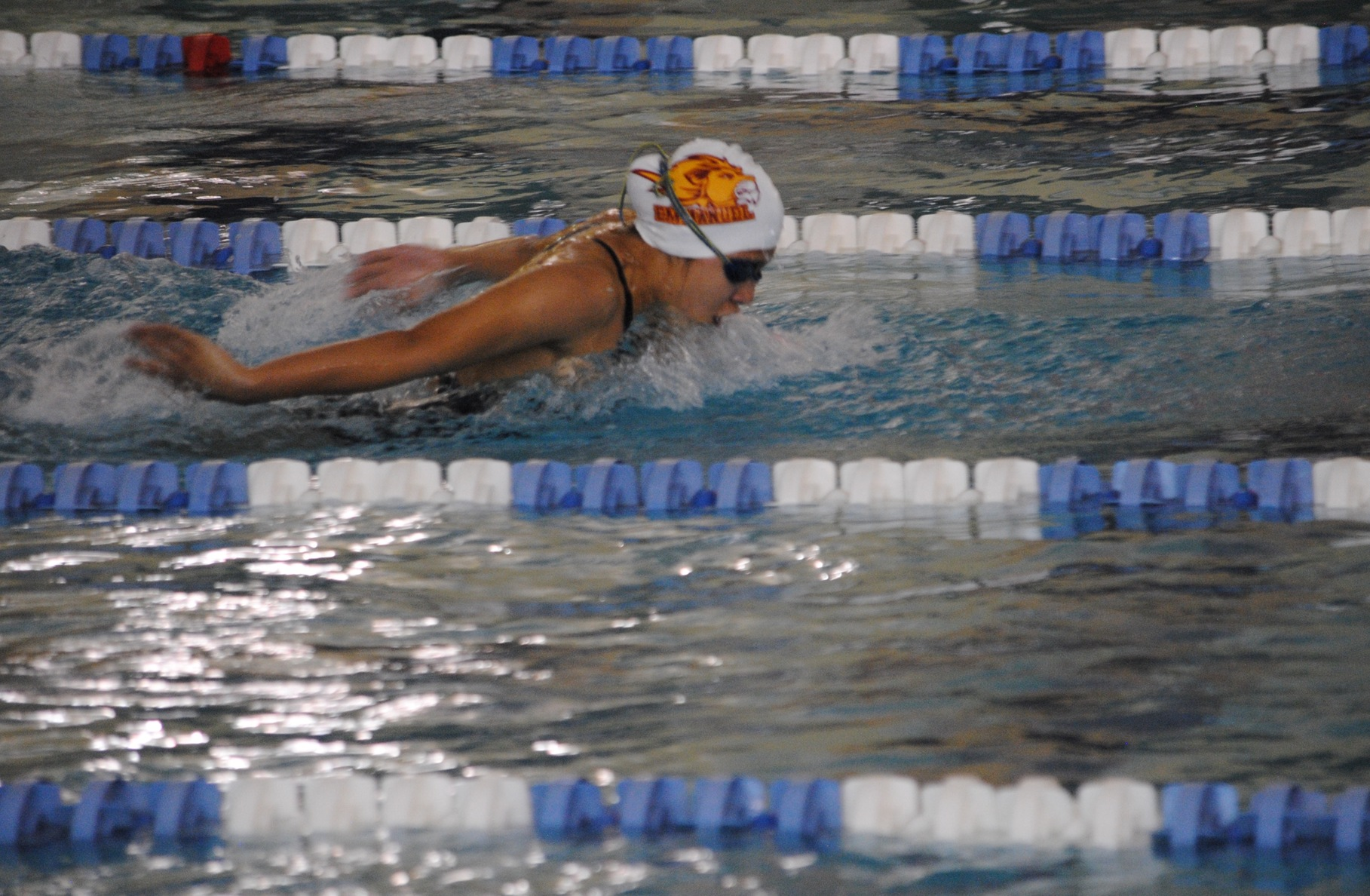 WOMEN'S SWIMMING MOVES TO 6-0