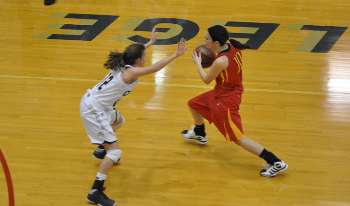 Bulldog Women Close 2012 With Fourth-Straight Victory